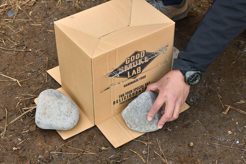 段ボールを石で固定し約2時間待つ。