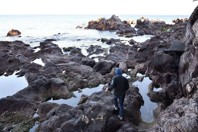 ガンダーラのすぐ南側には、絶好の釣り場となる磯が。