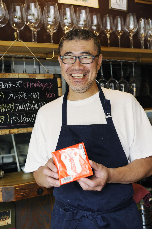 魚沼出身の柳瀬さんが持つのは地元産納豆。