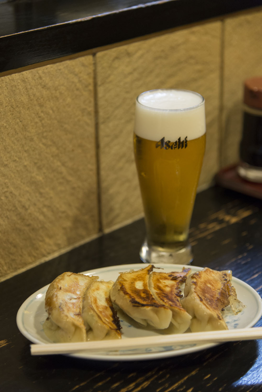 餃子500円とビール450円。