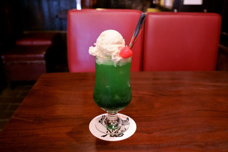 クリームソーダ750円。若年層のお客さんから大人気。