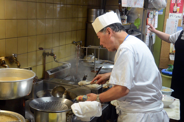 青柳さんが中華鍋を華麗に振る姿はもはや荻窪の風景のひとつに。