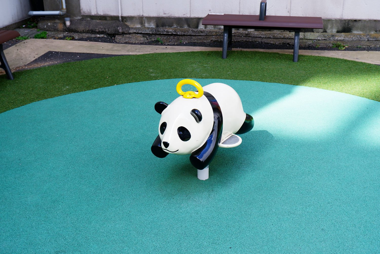 キンキン広場のパンダ遊具。