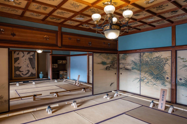 楽寿館内は1日6回のガイド付きツアー参加者のみ見学できる。