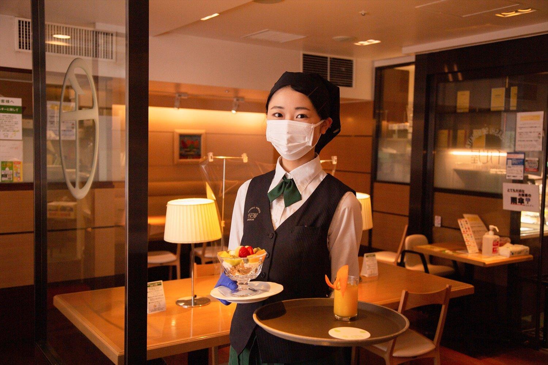 シリアルボウルはドリンクの他、ミニオレンジジュース付き880円。