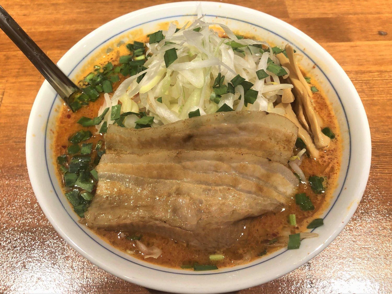 辛い味噌とブランド鶏の甘さがマッチした旨辛麺790円。