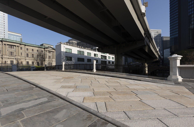 昭和9年(1934)の大改修時に馬車道と歩道の石が混在したが元に戻された。