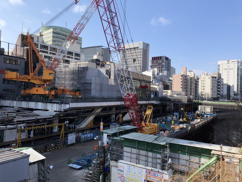大規模リニューアル工事中のJR御茶ノ水駅と外堀。