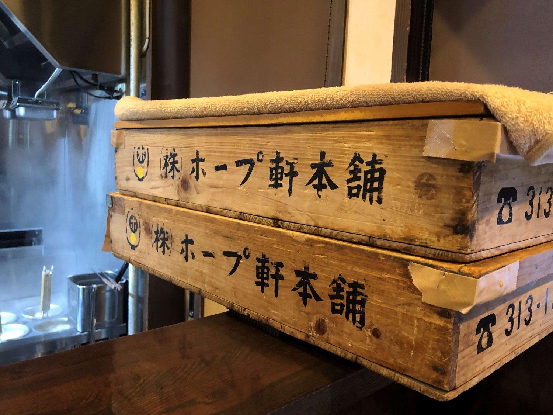 『ホープ軒本舗』の製麺所で『ラーメン久保田』用に作った麺を仕入れている。