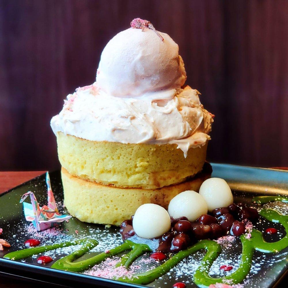 厚焼きホットケーキが人気! 落ち着いた雰囲気のカフェ『フライング・スコッツマン』~黒猫スイーツ散歩 秋葉原編①~