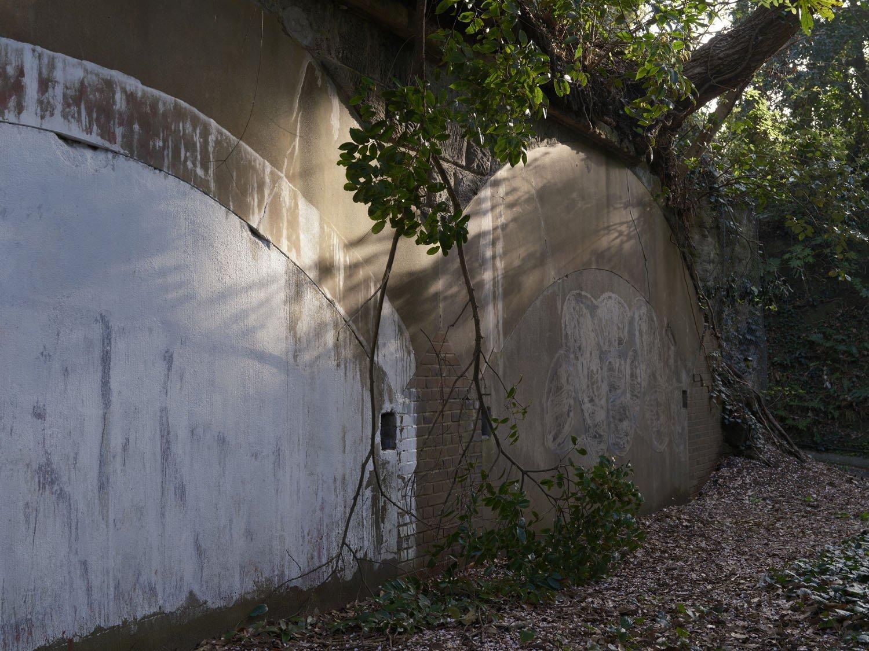 掩蔽部はコンクリートで封印されており、内部がどうなっているか窺い知れない。