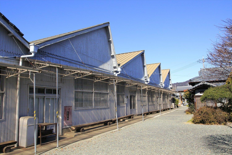 資料館の建物もノコギリ屋根だ。