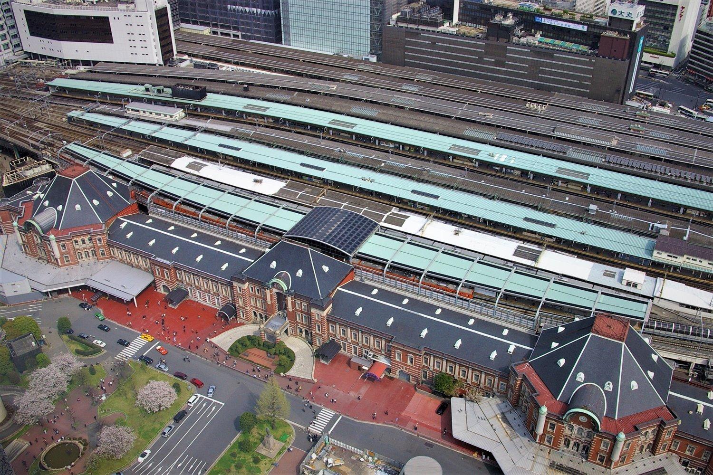 ドーム型が空襲で被災し、戦後すぐに復旧したときは、あくまで仮の姿のはずだった八角屋根。その後、60年以上、東京駅の顔となった。(2007年4月撮影)