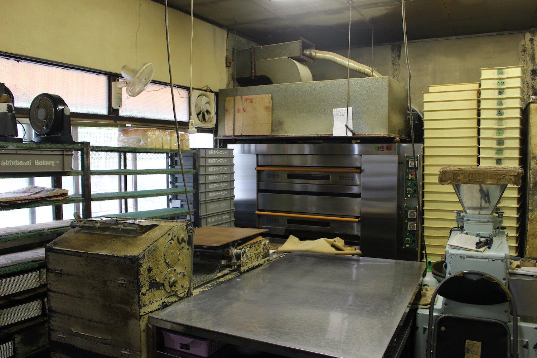 この日の作業を終えたパン工場。