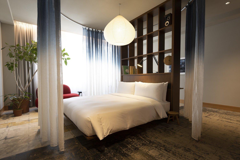 全20室の客室にはレコードプレーヤーと書籍、植栽が。スタンダードの「K5 Room」(定員2名)はサービス料込約4万円~。