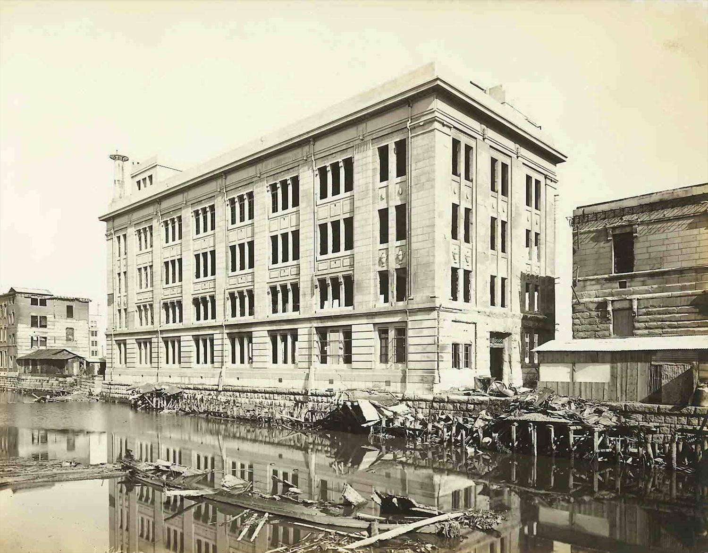 大正12年(1923)、関東大震災の約1カ月前に第一国立銀行の別館として建築。