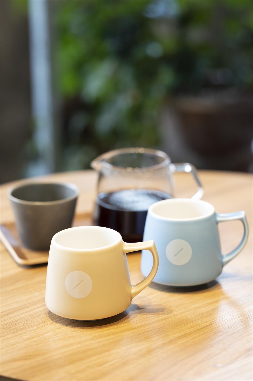 フィルターコーヒーは700円~。カップ各1650円は贈り物にも。