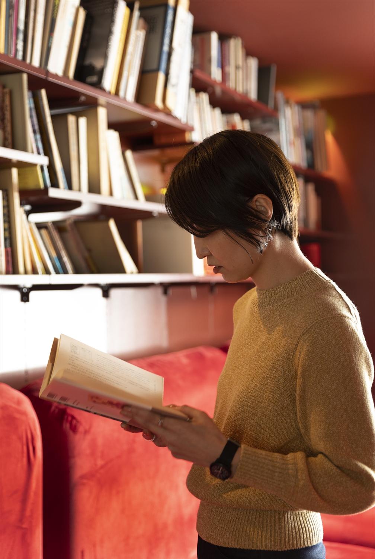 店名の由来は渋沢の雅号「青淵」。宿泊客は本を借りて部屋で読むこともできる。