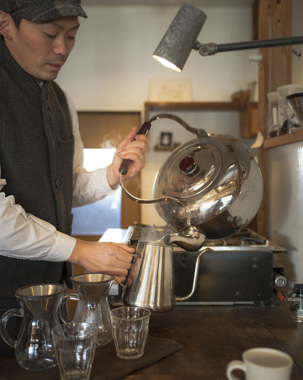 『THE MODERN COFFEE』、札幌の『斉藤珈琲』を含め、常時3種類のコーヒーを用意している。
