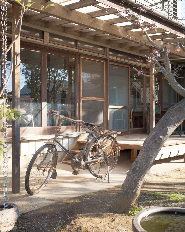 年代物の自転車がオブジェのよう。