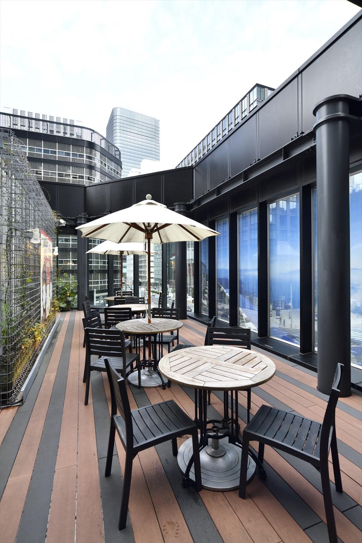 最上階には日本橋が眺められるテラス席も。天気のいい日はここでゆっくり飲食を楽しみたい。
