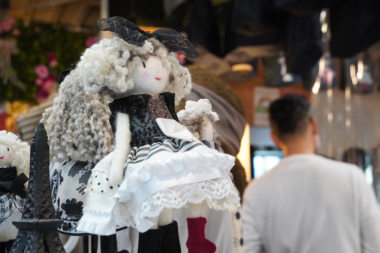 いくつ作ったかわからないというエリーちゃん人形は2000円〜。