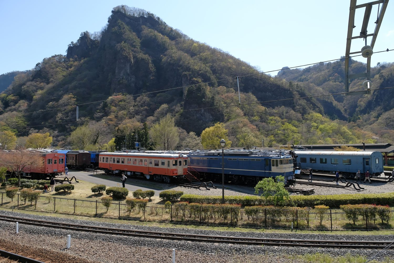 碓氷峠鉄道文化むらの屋外保存車両群。碓氷峠を走った車両だけでなく、全国から集められた車両が保存され、時々修繕を受けている。