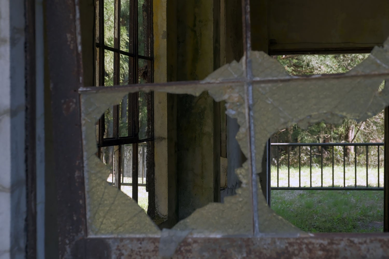 増設したと思しき部分は修繕されず、廃墟だったときのままに残されている。ここにはどんな設備があったのだろうか。