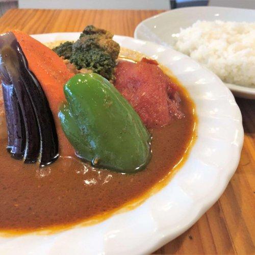 秋葉原『スープカレーカムイ』の体の芯からあったまるカレーと、戦略的でおおらかな店主の魅力