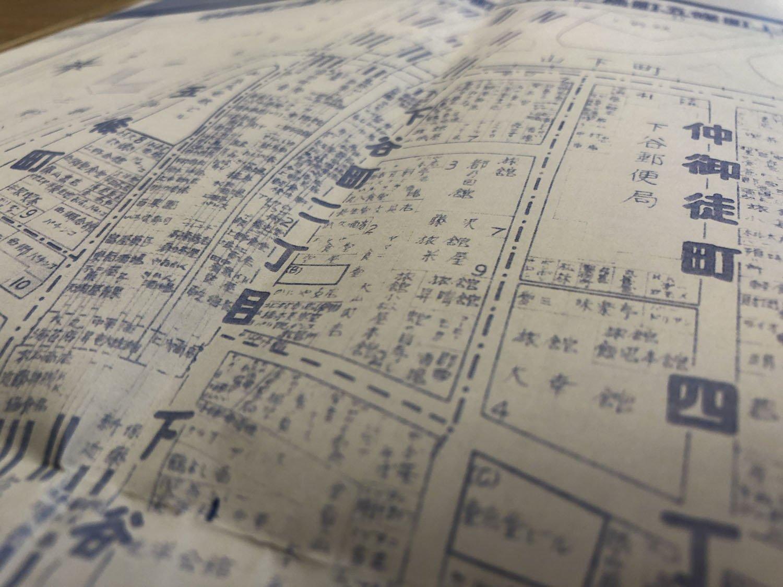 昭和30年代の上野駅周辺の住宅地図を見ると、あちこちの路地に旅館や木賃宿が建ちならんでいる。