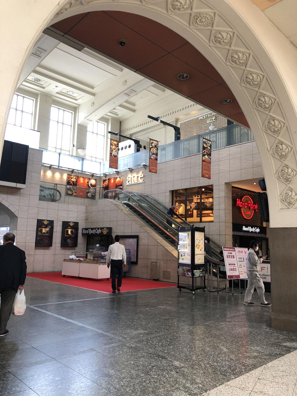 駅舎が完成したのは昭和7年(1932)。2000年代になって大きな改装がおこなわれたが、建造当時からの雰囲気もそこかしこに残っている。