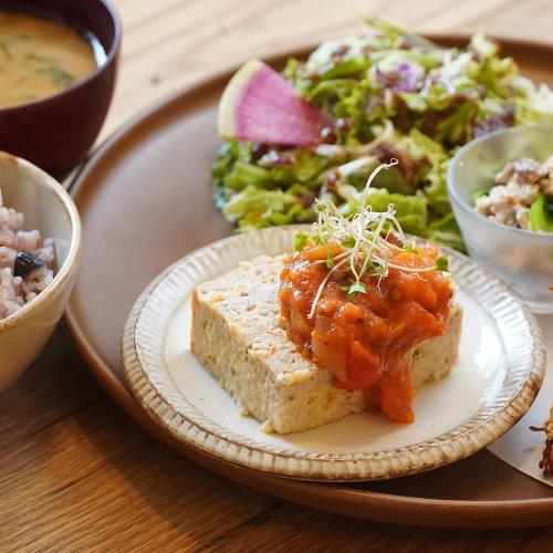 小さな「+(プラス)」がいっぱい! 浦和『こもれび食堂+』で、体にいいおいしさに出合う