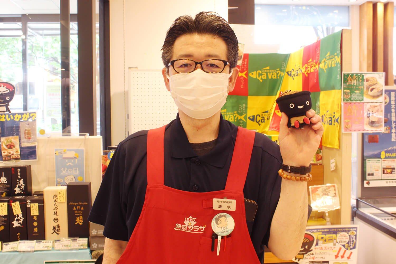 マスクの上からでも優しい笑顔なのがわかる清水さん。