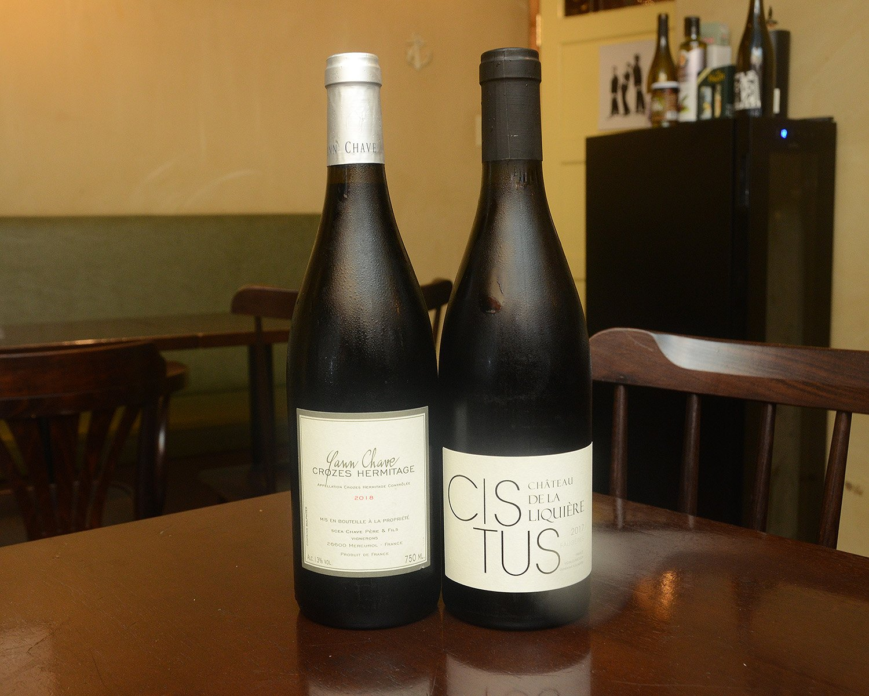 食材に負けず劣らず、仕入れにこだわっているのがワイン。「フランス産のワイン専門で扱っている業者さんにお願いして、この辺ではウチでしか出せない珍しいワインも多く揃えています」