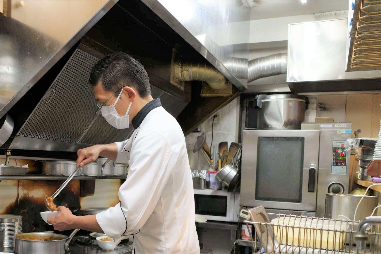 南インドでは高級ホテルの料理と一般家庭の料理を覚えたそう。両方の良さを取り入れ、日本になじむ味にアレンジして『Spice Box』のメニューが完成。