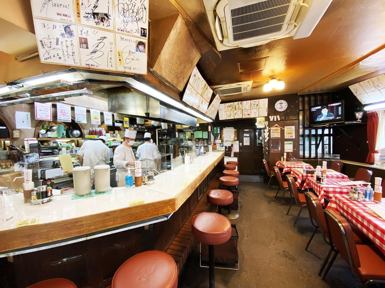 昭和の時代から変わらない店内の雰囲気に癒されるという客も多い。