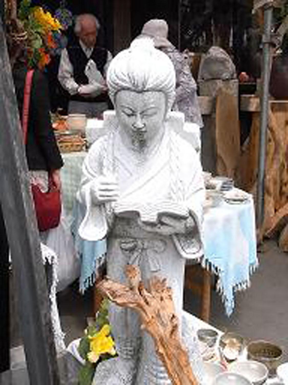 番外編。益子の陶器市になぜかいた金次郎(2009年)。