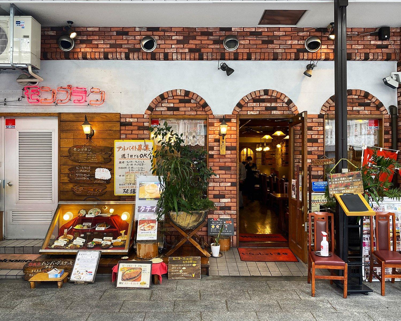 雷門通り沿いにある浅草店。ランチタイムなどは、長い行列ができることも。