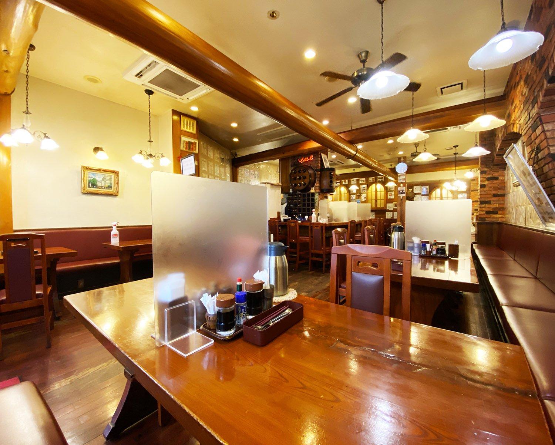 奥行きのある店内は席数も多く、サク飯や女子会、飲み会など幅広いニーズに対応。単品メニューのほか、食べ放題や飲み放題コースやセットメニューも充実している。