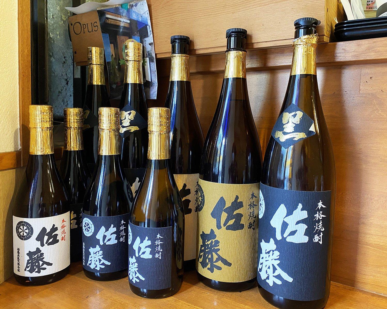 店名と同じ名前の焼酎「佐藤」は、プレミアム級の人気銘柄。