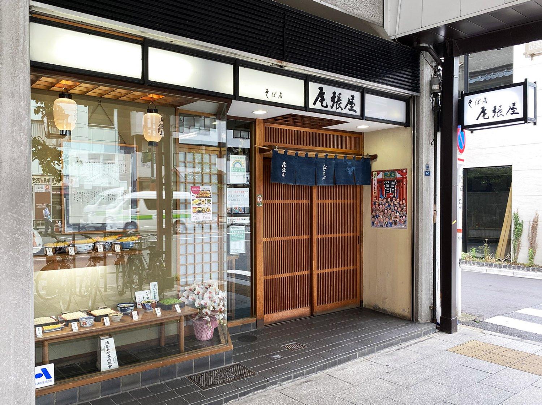 『尾張屋』は雷門通りに2店舗ある。こちらは本店。支店は地下鉄銀座線浅草駅3番出口付近にある。