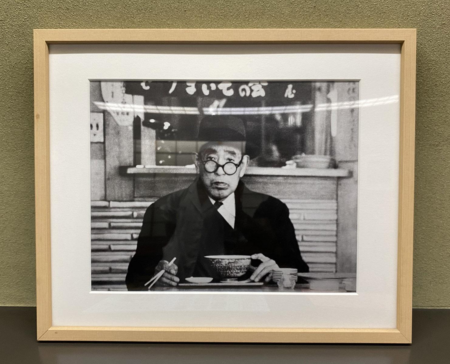 店内には、『尾張屋』を愛した文豪・永井荷風の写真も。
