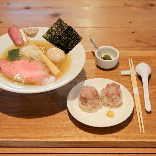 中野『LABO麺』の澄んだ豚骨スープはフレンチの香り、技法だけじゃない想いの味
