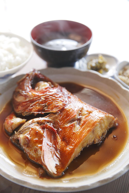 金目鯛の煮付け定食1800 円。三崎港で水揚げされた天然物。