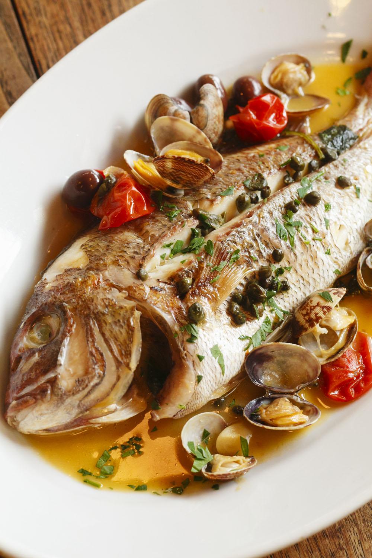 真鯛のアックア・ディ・マーレ3000円(時価)。魚の種類、大きさによって値段が異なる。
