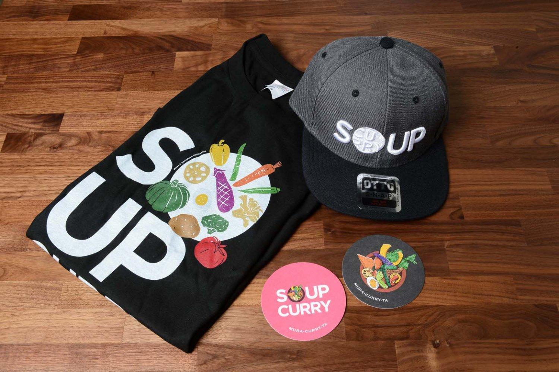 店名やSOUP CURRY(スープカレー)の文字が入ったオリジナルグッズ。