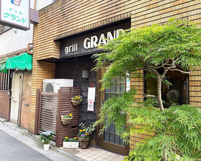 仲見世通りや浅草寺を抜けてくると、モダンな店構えが新鮮に感じられる。