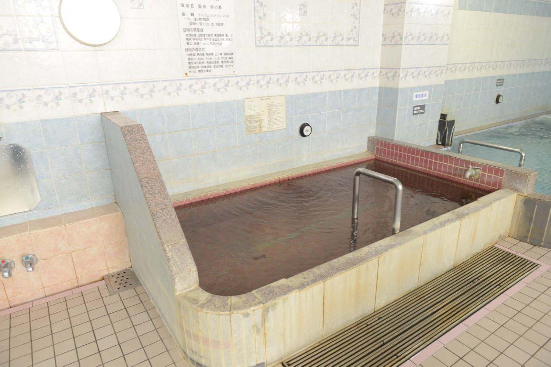 大浴場のほぼ中央部にある温泉を満たした内湯。