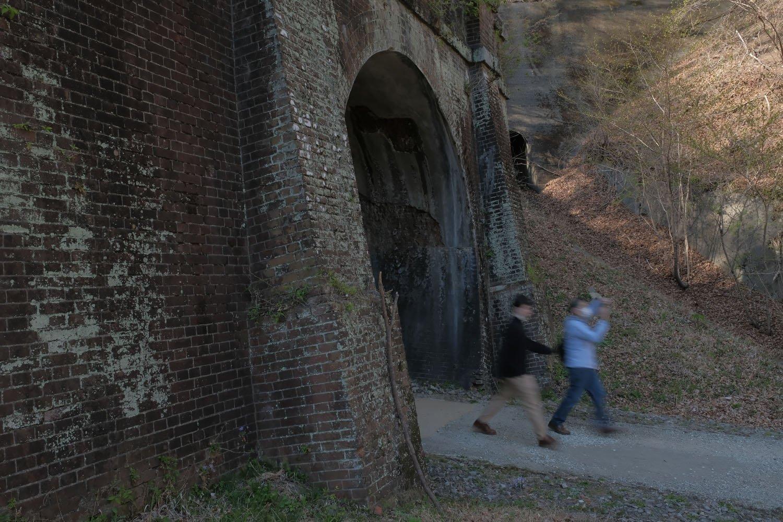 第5トンネルのポータル。膨らんでいる部分はピラスター(付け柱)と呼ぶ。今度はレンガ造りだ。