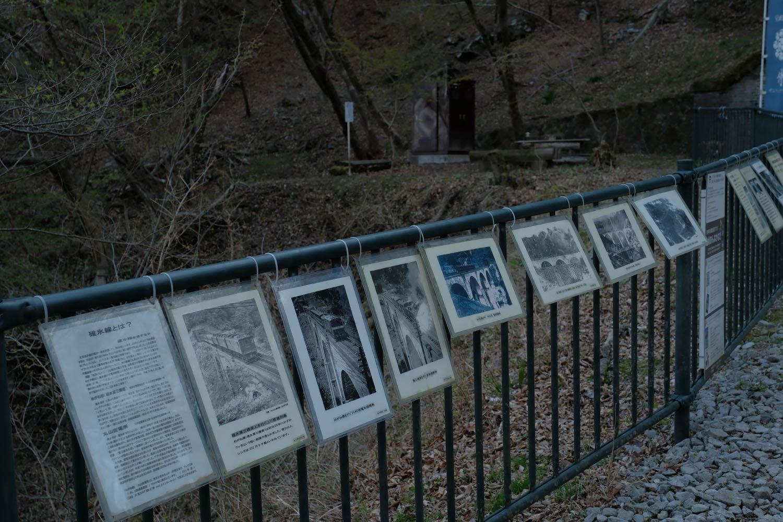濡れないようにパウチされた説明文や古写真が掲示されていて読み歩くのも楽しい。